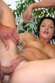 Gruppensex mit einer sexy Anal Schlampe beim ficken